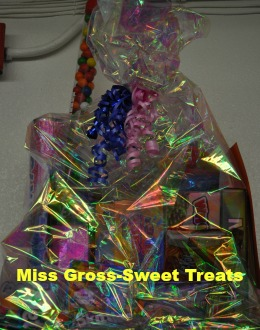 Miss Gross-Sweet Treats, Food v